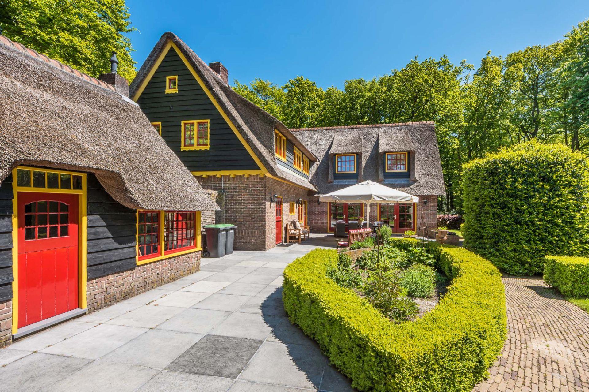 Fantastische 10 persoons villa in Bergen uit 1917. Nabij het bos en strand.