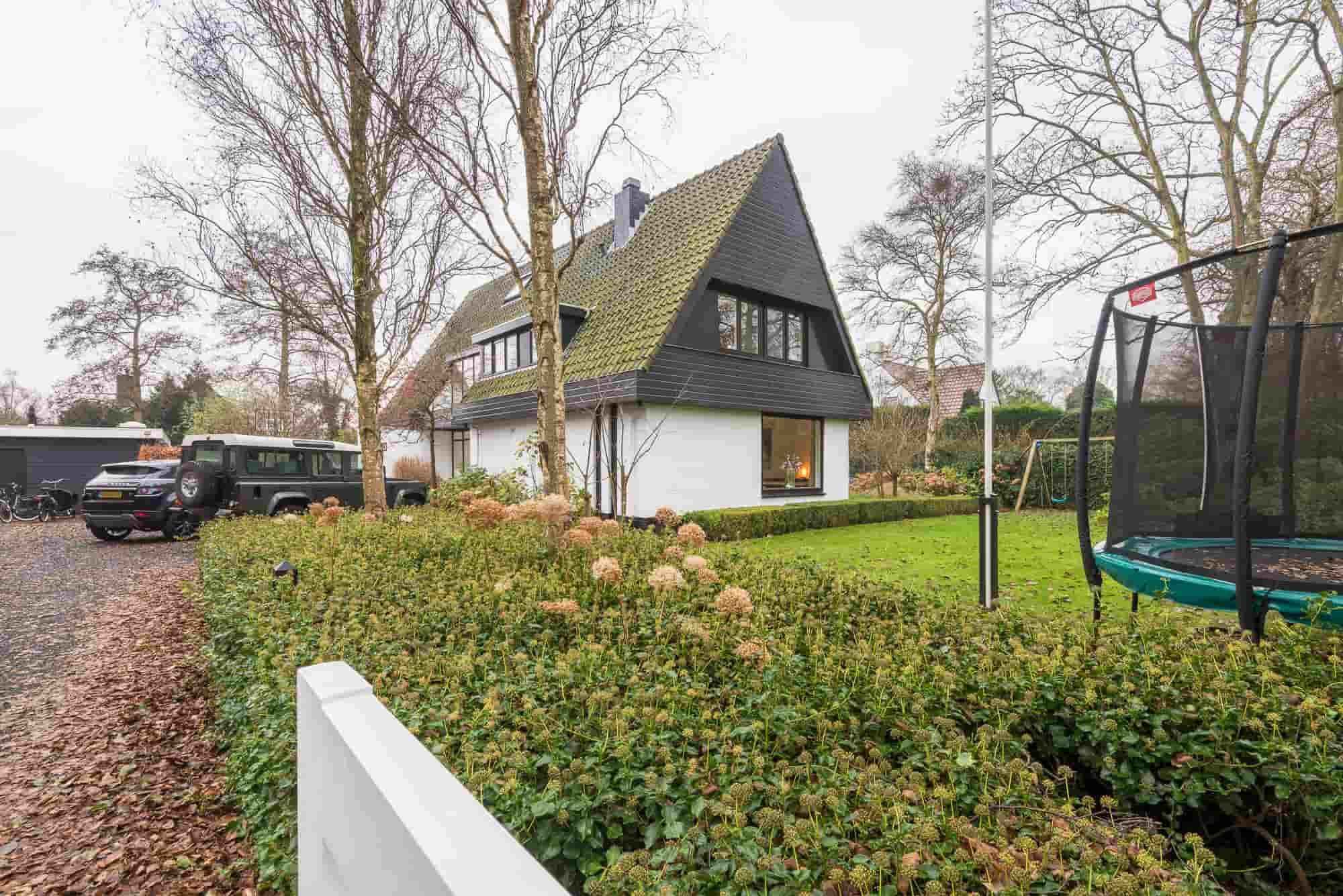 Luxe villa voor 4 volwassenen en 3 kinderen aan een prachtige laan in Bergen.