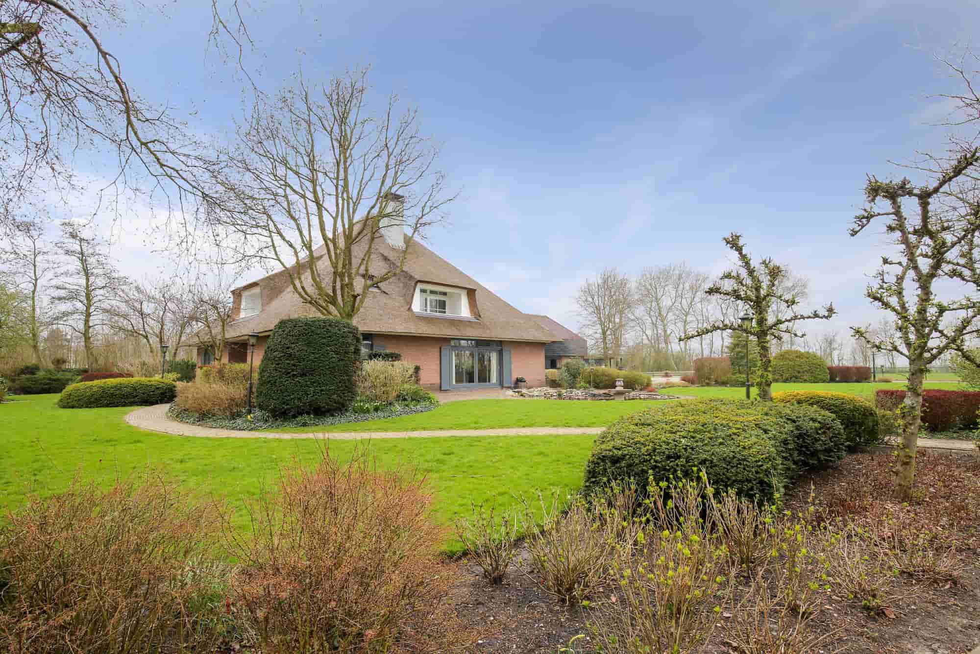 Villa voor 8 personen gelegen aan de rand van Schoorl. Honden en paarden welkom.