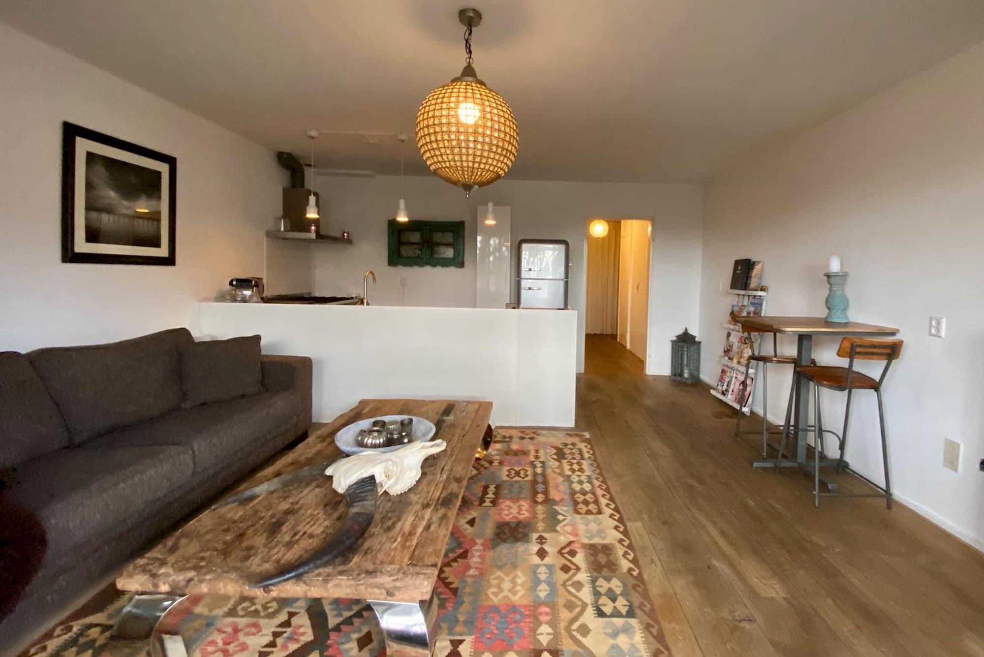 Prachtig huisdiervriendelijk appartement voor 2 personen en 2 honden in Bergen.